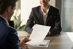 L'entretien d'évaluation est l'occasion de faire le bilan de l'année écoulée et d'évoquer les projets d'avenir