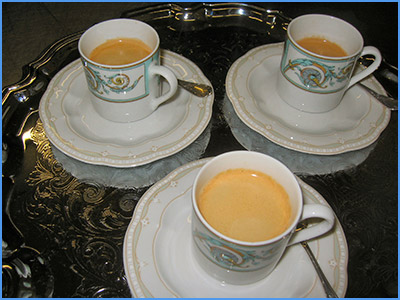 Tasses caf avec du rouge l vres - Tasse a cafe avec support ...