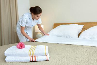 Les tapes respecter pour faire le lit - Comment mettre le tour de lit ...