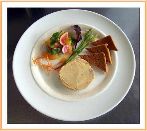 Escalopes de foie gras de canard po l e salade de fruits d 39 t - Decoration foie gras assiette ...