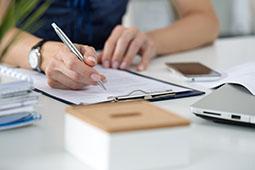 Ecrire une lettre de candidature spontanée, c'est bien. Préparer votre discours et cibler vos interlocuteurs, c'est mieux