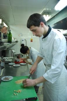 Une journ e avec lucas marini commis de cuisine au for Recherche commis de cuisine
