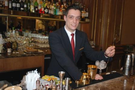 Une Journee Avec Elie Favreau Commis De Bar Au Peninsula Paris