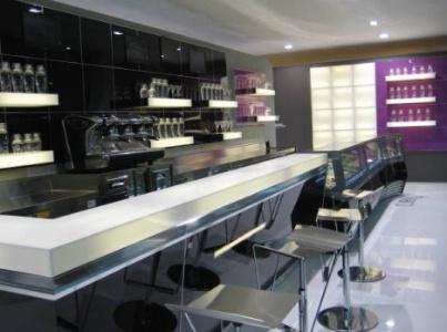 Des bars et murs translucides gr ce au hi macs for Ifi arredamenti
