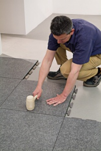 Cli ker de porcelanosa du carrelage pos en un tour de main for Pose de joint carrelage
