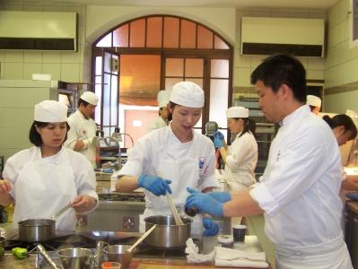 Tsuji L Ecole Francaise Qui Forme Des Chefs Japonais
