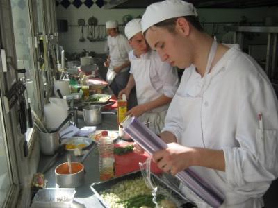 Le lyc e professionnel sainte th r se lance une nouvelle - Formation chef de cuisine ...