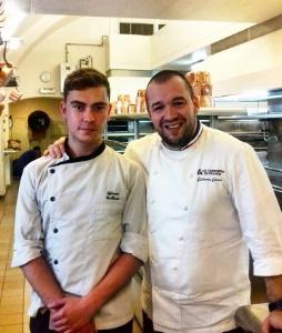 Sylvano Guillanic avec son maître de stage, le chef des cuisines de l