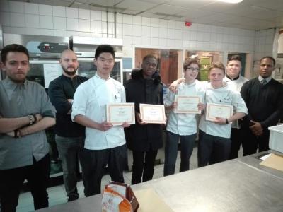 les Bac Pro Cuisine du lycée jean Drouant lors du Challenge Créativité