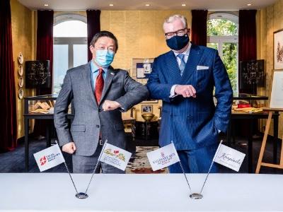Yong Shen et Martin R. Smura