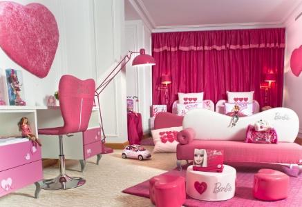 Barbie une poup e qui suscite des r servations for Chambre rose fushia et blanc