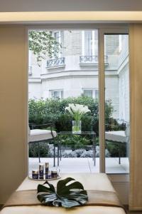 le spa du bristol reconnu meilleur nouveau spa de luxe dans le monde. Black Bedroom Furniture Sets. Home Design Ideas
