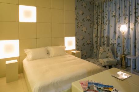 Le Room Studio Equip 39 Hotel Six Univers Pour Six Personnalit S