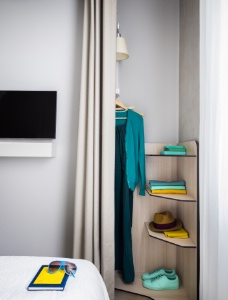 d co optimiser l 39 espace dans une chambre d 39 h tel. Black Bedroom Furniture Sets. Home Design Ideas