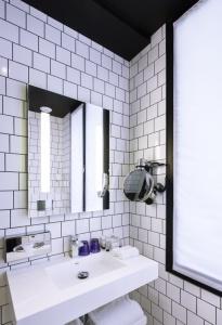Salle de bains comment optimiser un petit espace - Solution salle de bain petit espace ...