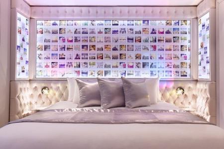 Chambre, restaurant, lobby… Partout, les écrans revisitent l