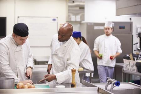 Pour l'embauche d'un apprenti mineur l'employeur peut bénéficier d'une aide de 5000 €