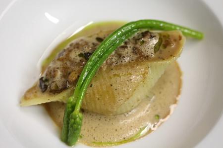 Michelin 2015 pigeon cuisin entier farci dans des for Formation cuisine gastronomique