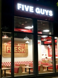 Five guys dans le centre de shopping rosny 2 - Centre commercial osny ...