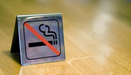 au luxembourg les caf s seront non fumeurs. Black Bedroom Furniture Sets. Home Design Ideas