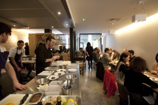 Un am ricain paris for Cuisine ouverte restaurant norme