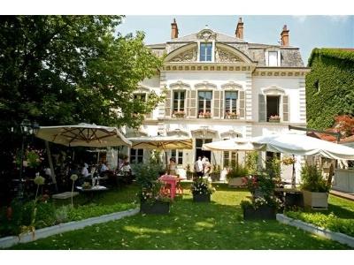 Le fantin latour brasserie au rez de chauss e table gastronomique l 39 tage - Restaurant jardin de ville grenoble ...