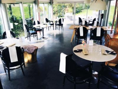 Arnaud enjalbert nous sommes des animateurs de salle - Mise en place table restaurant ...