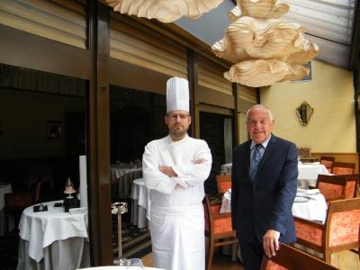 Le chef Laurent Reversé et Jack Magord, le propriétaire du restaurant Charles Barrier.