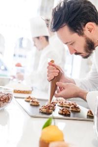 Élu meilleur pâtissier du Monde, Cédric Grolet travaille au Meurice depuis 2012.