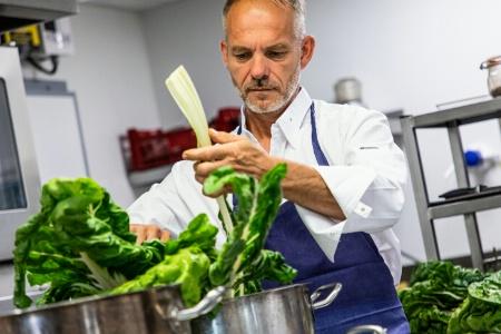 Didier Goiffon livre une cuisine émotionnelle qui met en avant les produits du terroir, et notamment les végétaux.