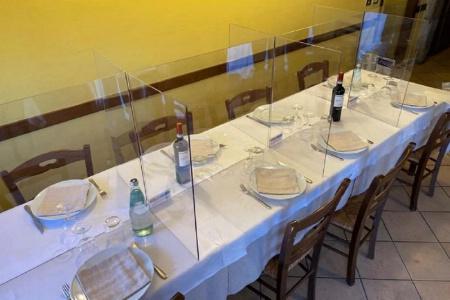 Séparations en plexiglas en Italie