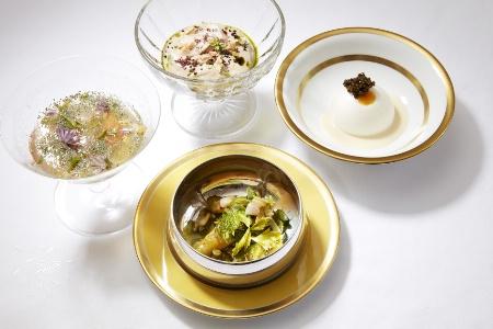 Œuf au caviar, Haricots, amandes fraîches et girolles, Aspic de homard bleu et Cuisses de grenouille à l
