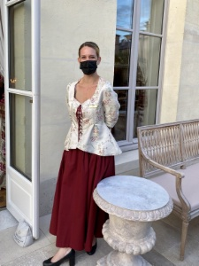 Tenue pour les femmes : robe sans corset.