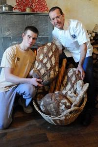 Valentin ollivier meilleurs jeune boulanger de france for Le salon lannilis