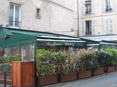 La pol mique couve sous les b ches - Bache terrasse restaurant ...